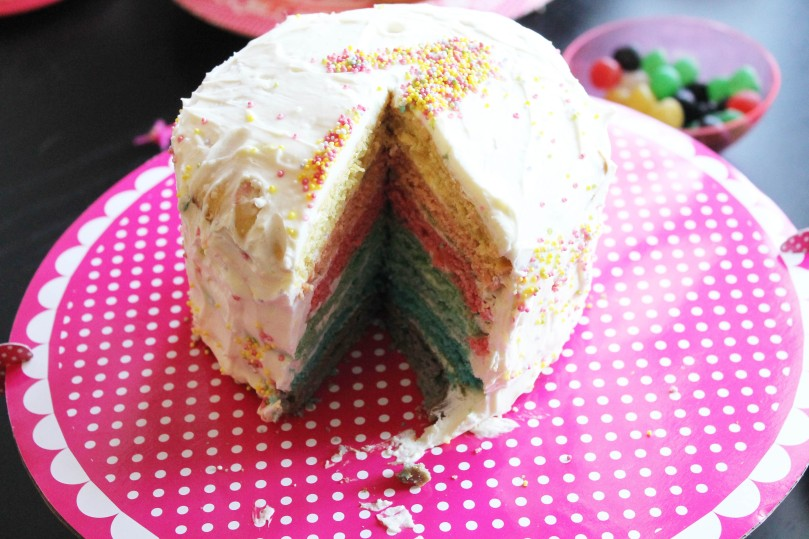 et voilà pourquoi c'est le gâteau arc-en-ciel !