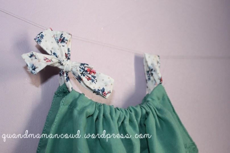 barboteuse en broderie anglaise verte avec tissu à fleurs